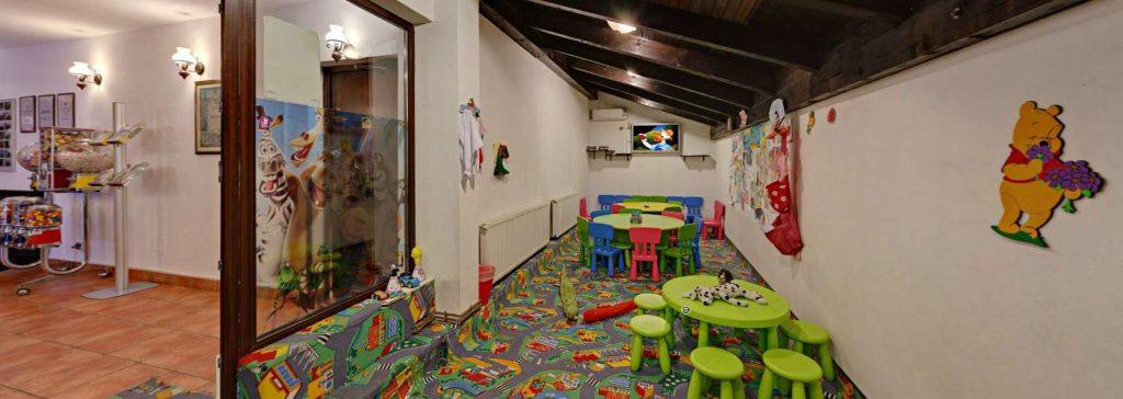 Taverna Sarbului restaurant cu loc de joacă