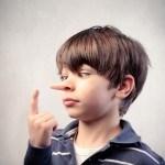 de ce mint copiii