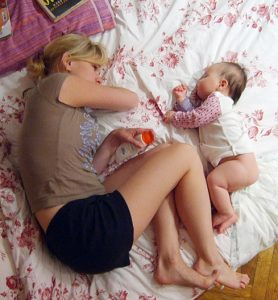 co-sleeping dormit cu copilul