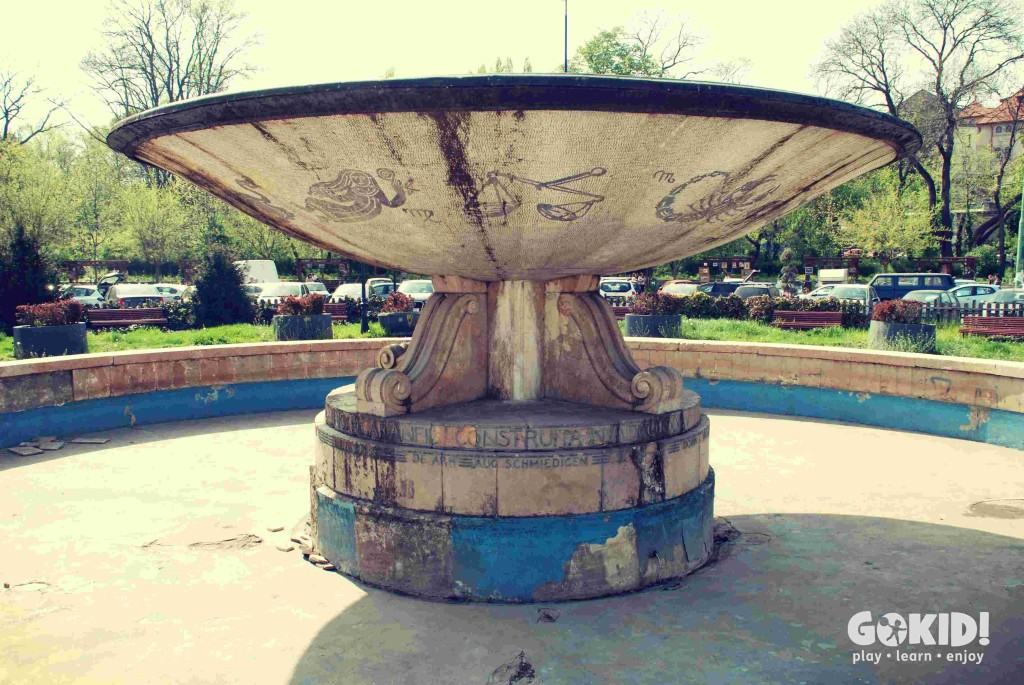 Parcul Carol intrare fantana arteziana in paragina