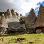 sat-din-peru-castelul-de-lut-valea-zanelor