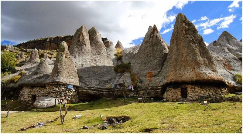 Sat din Peru Castelul de lut Valea Zanelor