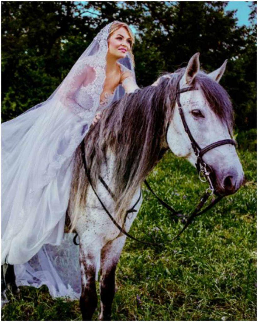 Excursii Cool in Familie la Mai Puţin de 100 km de Bucuresti mireasa pe cal
