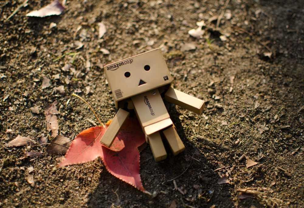 Ce Face un Părinte Inteligent Cu un Copil Plictisit cutie carton robot