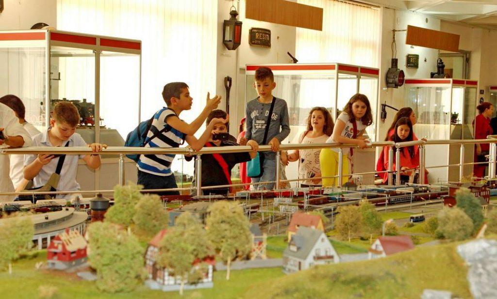 cu copilul la Muzeul CFR diorama