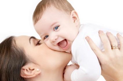 Articole pe Blogurile de Parenting în 2016 happy mother with baby