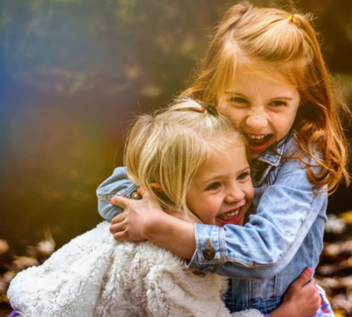 Cum Îţi Ajuti Copilul să Îşi Facă Prieteni Noi şi Buni