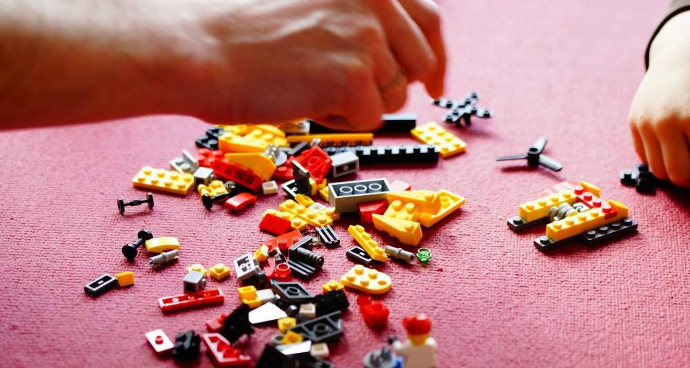 Activităţi în Casă cu Copilul lego