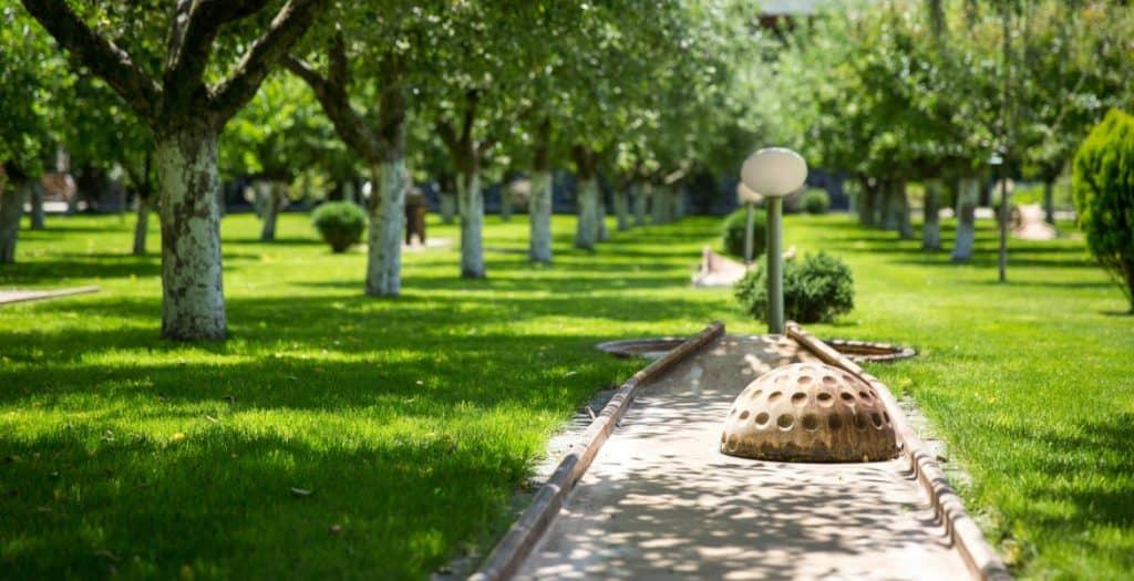 Acacia-Village-Excursii-de-Relaxare-în-Familie-parc