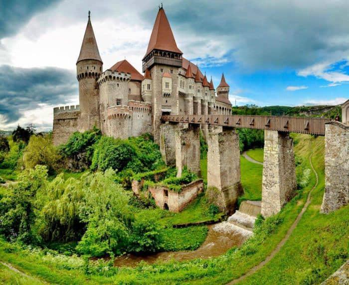 Castelul Corvinilor. Destinaţie de Familie în Hunedoara