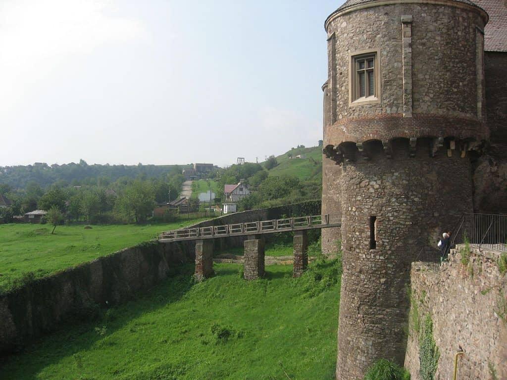 Castelul Corvinilor. Destinaţie de Familie în Hunedoara exterior
