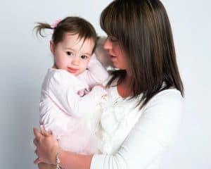 8 Tipare Negative Puternice în Relaţia Mamă-Fiică fb