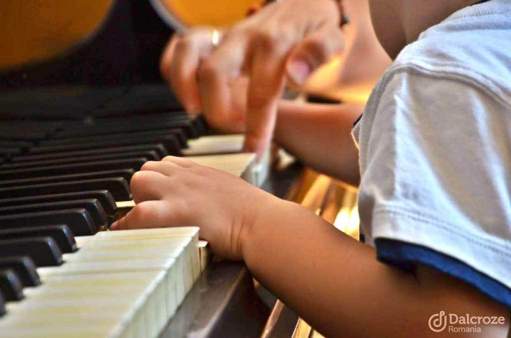 Ateliere de inițiere muzicală pentru copii și părinți 1-2 ani
