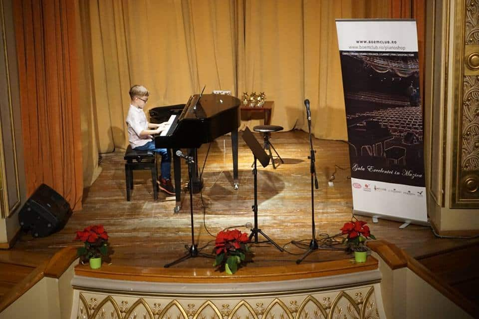 interpret pian scoala de muzica boem club