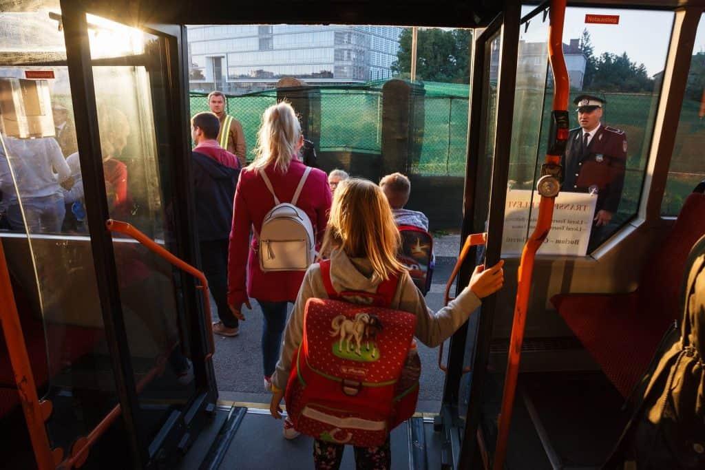 autobuz scolar cluj copii coborare