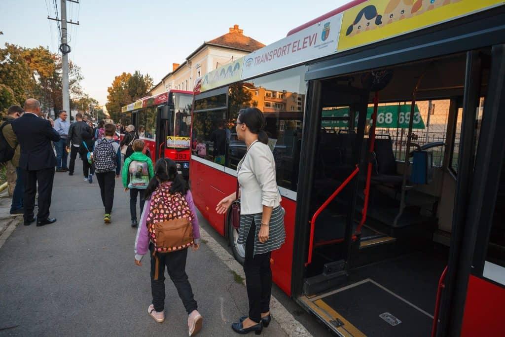 autobuz scolar cluj copii insotitor